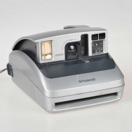 Polaroid One la compatta con autoscatto serie 600