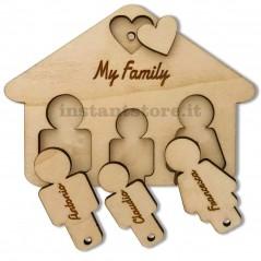 Portachiavi in legno personalizzato con nomi a forma di Casetta