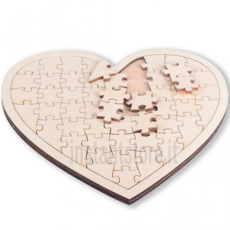 Puzzle in legno a forma di cuore vuoto da decorare a proprio piacimento