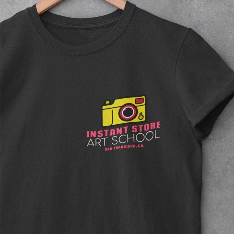 T-Shirt Nera con logo colorato personalizzato unisex maglietta per aziende bar locali negozi ecc