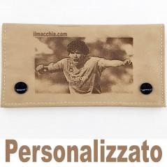 Porta tabacco personalizzato con fotoincisione esempio Maradona in ecopelle