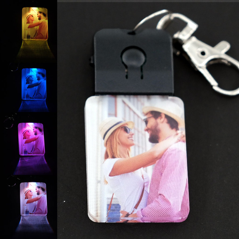 Portachiavi luce led personalizzato con foto scritte codice spotify ecc