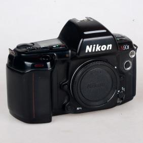Macchina fotografica analogica Nikon f90x 35mm a pellicola funzionante