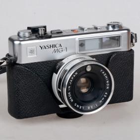 Macchina fotografica analogica Yashica MG-1 fotocamera a pellicola 35mm funzionante